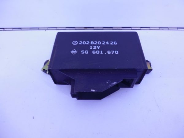 E-KLASSE W210 RELAIS MODULE ACHTERBANKVERWARMING A2028202426-0