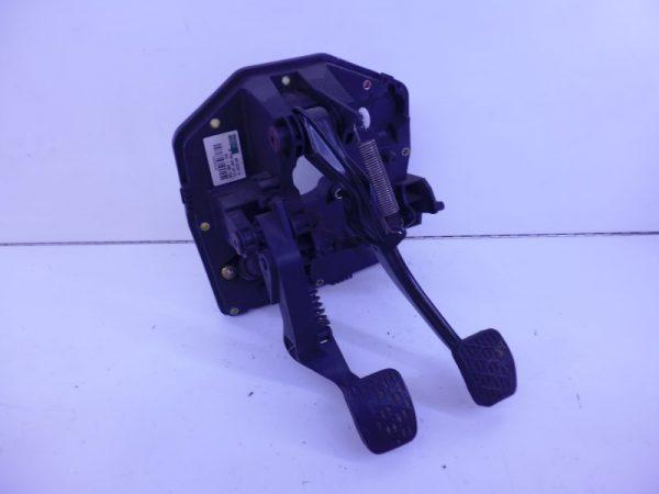 A-KLASSE W168 HOUDER PEDALEN A1682901801 A1682600049-0