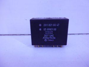 190 SERIE W201 RELAIS MODULE KNIPPERLICHT A2018210047-0