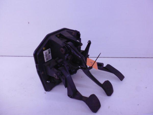 A-KLASSE W168 HOUDER GAS PEDALEN A1682901801 A1682600049-0