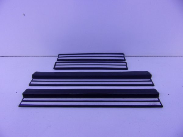 E-KLASSE W210 INSTAPLIJST SET 4X A2106800135 A2106800535-0