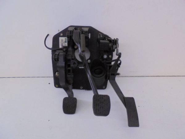 A-KLASSE W168 HOUDER PEDALEN A1682901801 A1682600049 -0