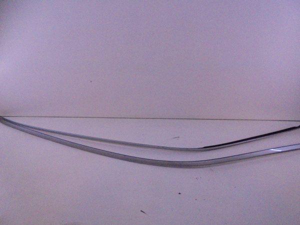 E-KLASSE W210 DAKLIJST SET BRILJANTZILVER A2106905962 9744-0