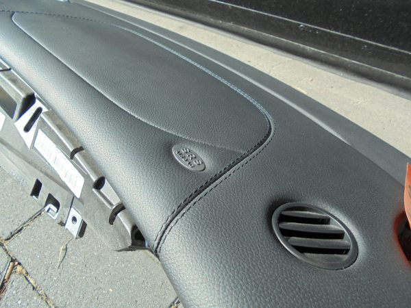 CLS-KLASSE W219 AMG DASHBOARD ZWART LEDER GESTIKT A2196800087 9E44 A2198600502-9969