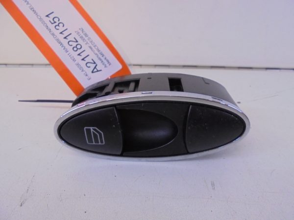 E-KLASSE W211 RAAMBEDIENINGSSCHAKELAAR RECHTS A2118211351-0