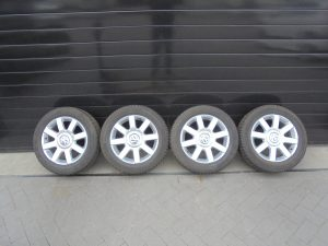 VW GOLF PLUS LICHTMETALEN VELGEN MET CONTI WINTERBANDEN 1K0601025R-10767